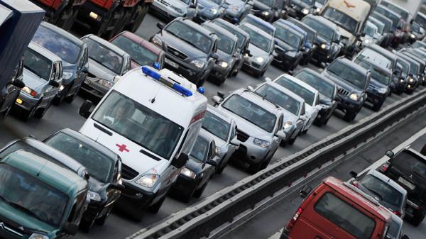 За непропуск машин со спецсигналами предлагают на год лишать прав