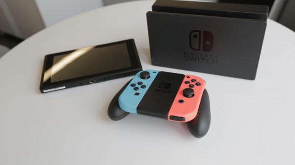 Nintendo продала почти миллион коммутаторов за один месяц