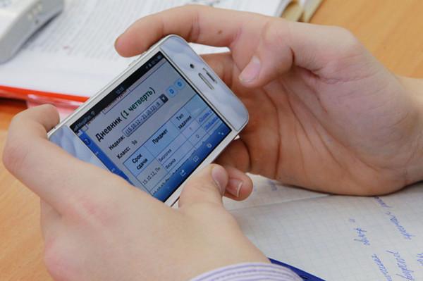 """Родителям Ханты-Мансийска стало доступно мобильное приложение """"Госуслуги"""""""