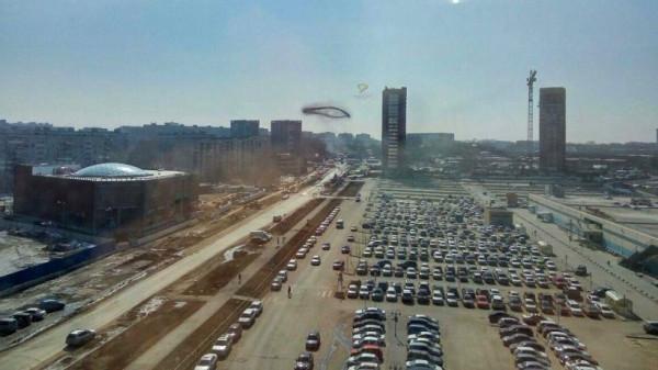 Над Новосибирском висело загадочное черное кольцо
