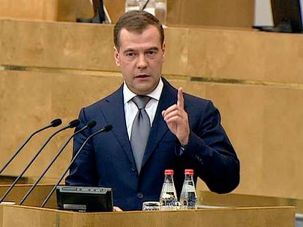 Медведев заявил, что рост цен на бензин в 2016 году был ниже инфляции