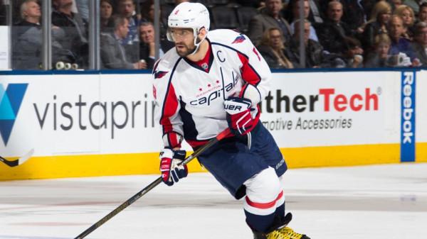 Овечкин помог «Вашингтону» обыграть «Торонто» и сравнять счет в серии плей-офф НХЛ