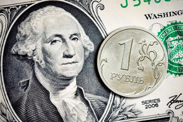 Рубль снова падает на мировом рынке