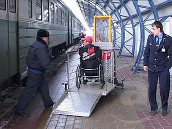 Новый закон РФ обязывает железнодорожников помогать инвалидам-колясочникам