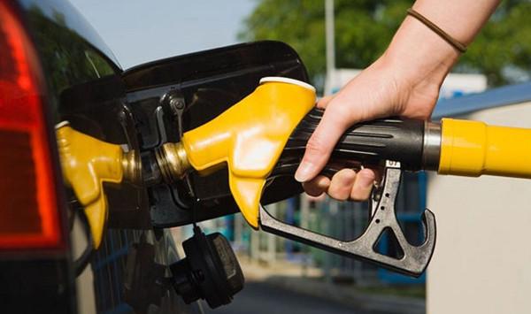 Стоимость бензина в регионах РФ превысила отметку в 51 рубль