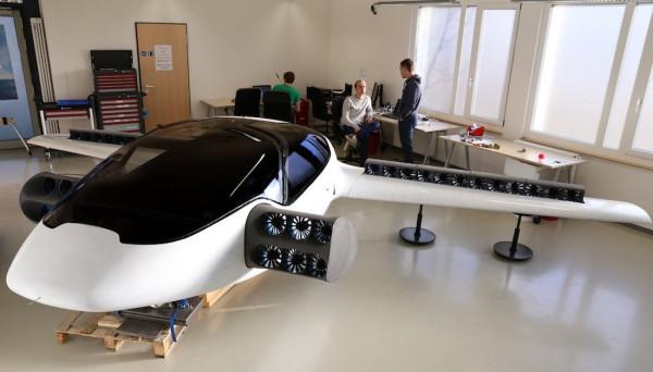 Успешно испытан электрический аэромобиль с вертикальным взлётом