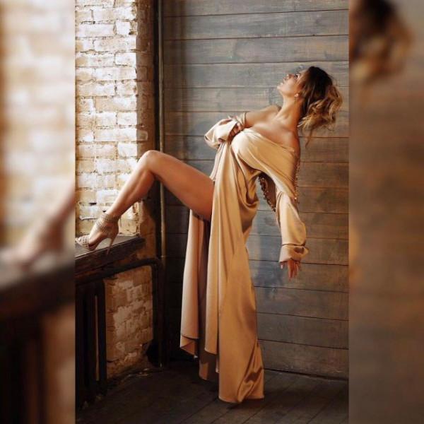 Анна Семенович поразила поклонников своей эротичной фотографией в странной позе