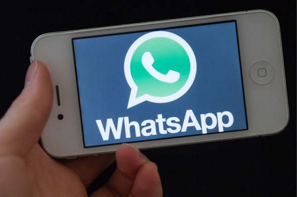 Siri «научился» читать вслух сообщения WhatsApp