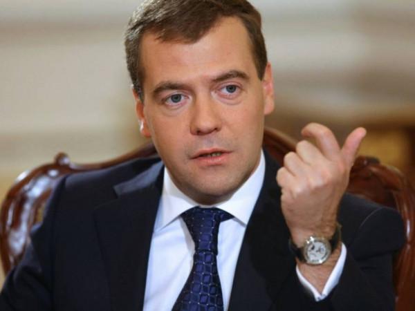 Медведев: Кабмин выделит 80 млрд рублей на поддержку промышленности