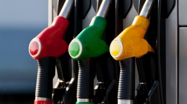Производители из России снизили цены на бензин в марте