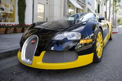 Французской полиции подарили спортивное авто Bugatti Chiron