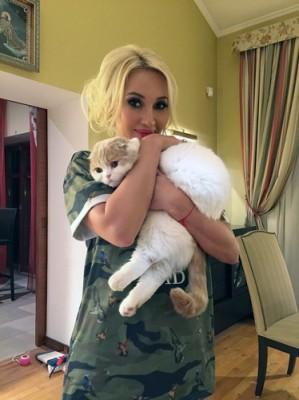 Экстрасенсы помогают Лере Кудрявцевой вернуть ее любимого кота