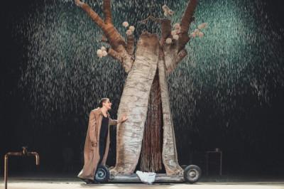 В челябинском драмтеатре поставят комедийную пьесу «Продавец дождя»
