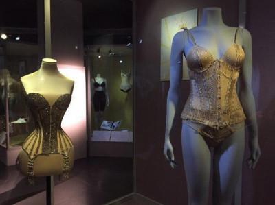 В Санкт-Петербурге открылась уникальная  выставка нижнего белья