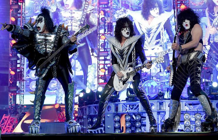 Известная рок-группа Kiss начала собственный тур сконцерта в столице России — Возвращение легенды