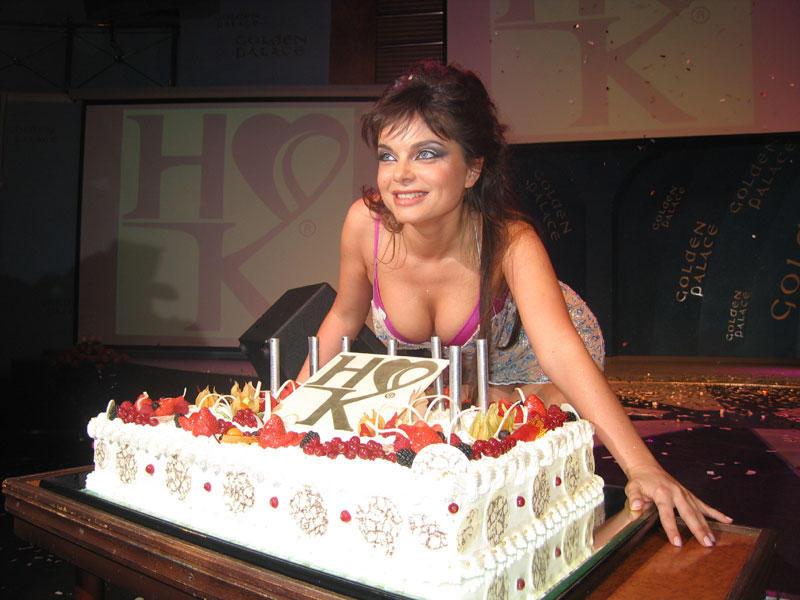 Наташа Королева надне рождения приятельницы станцевала настоле