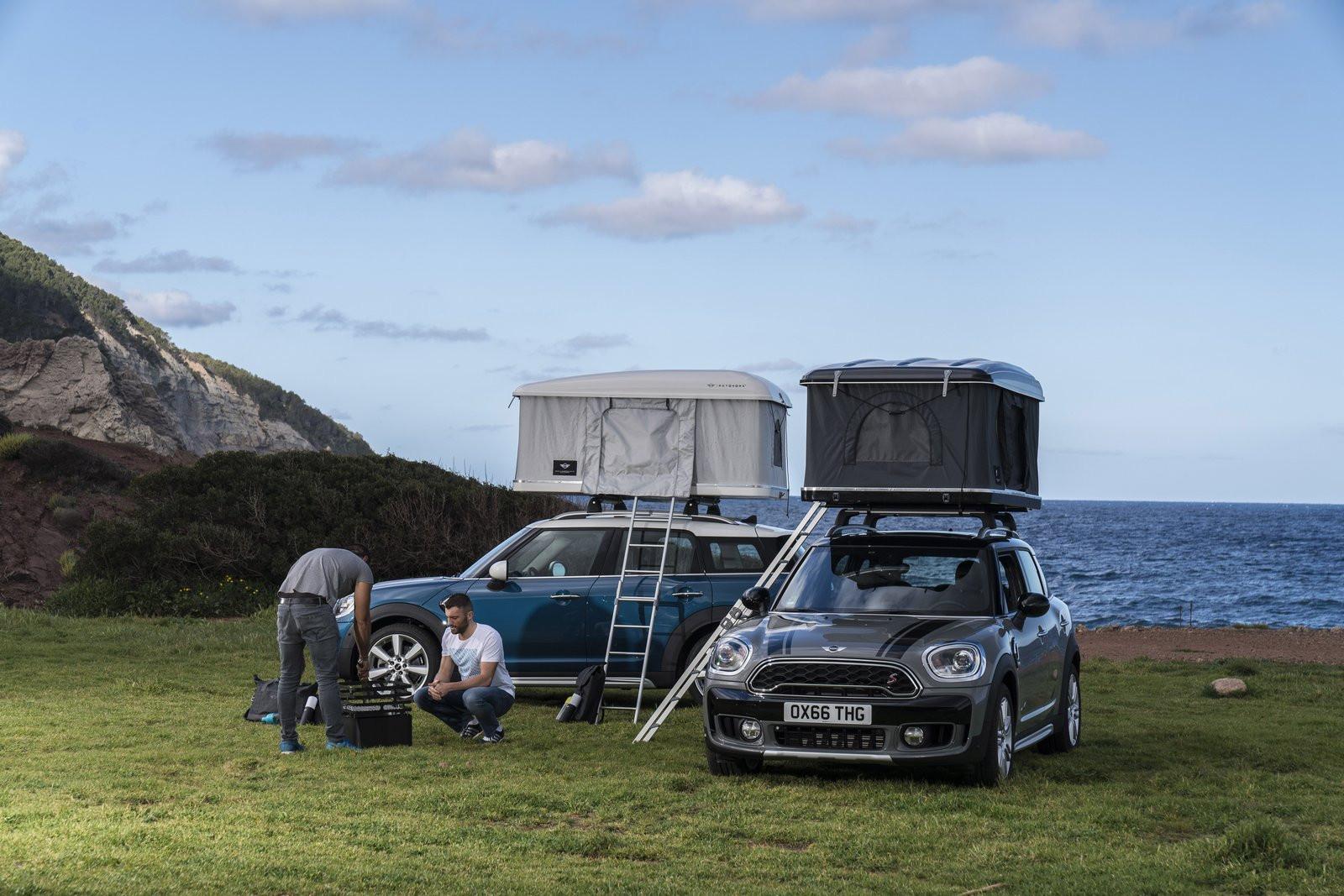 Компания Мини оснастила кроссовер Countryman палаткой накрыше