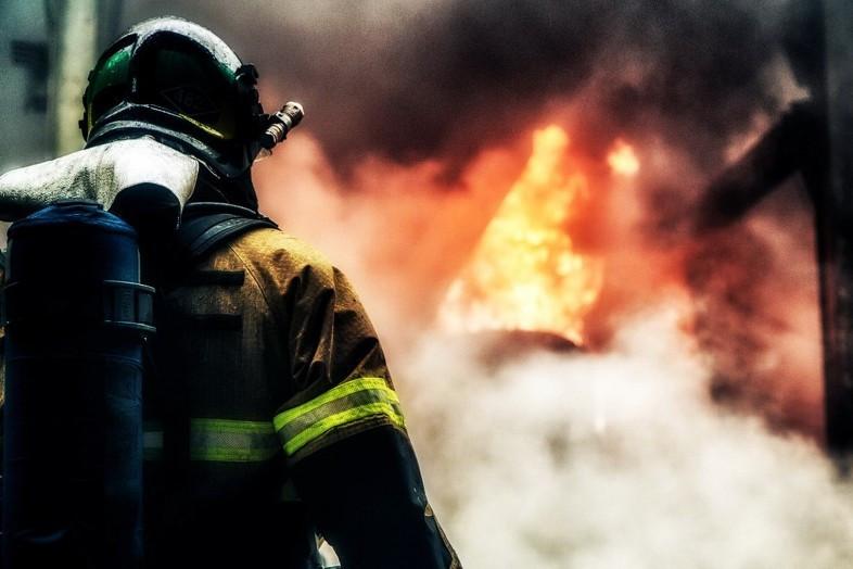 Площадь пожара наскладе наюге столицы возросла до1200 кв. метров
