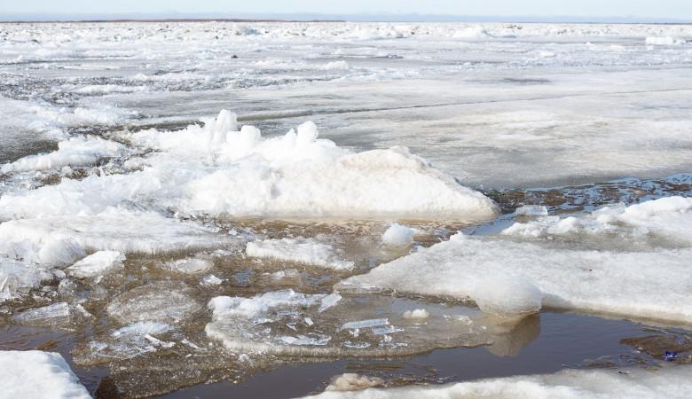 Красноярский рыбак оказался наострове без припасов из-за ледохода