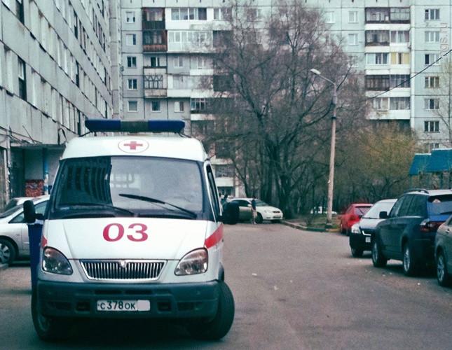 НаПарашютной улице шофёр  отказывался уступить дорогу машине детской скорой помощи