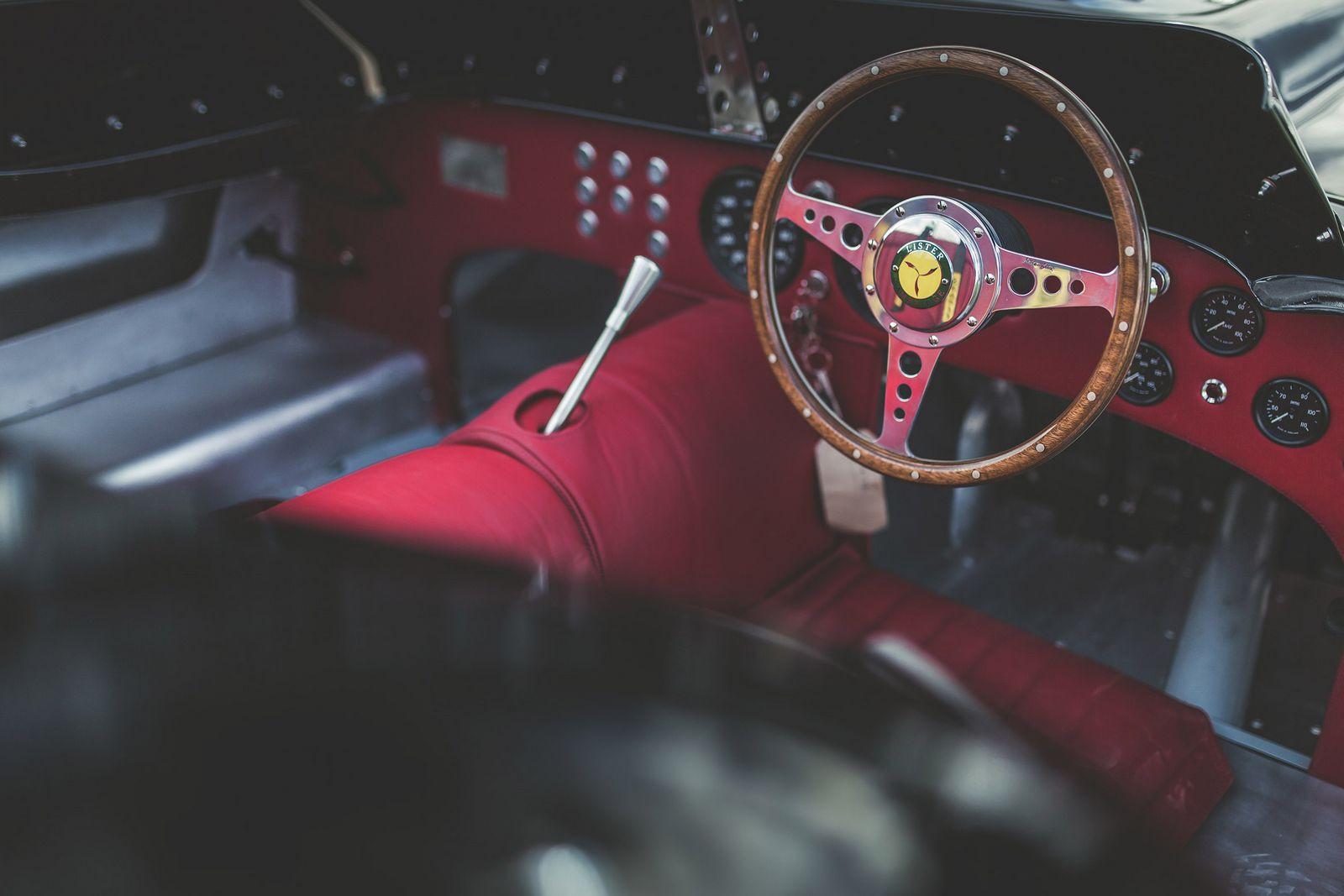 Традиционный гоночный Lister превратили вдорожную машину