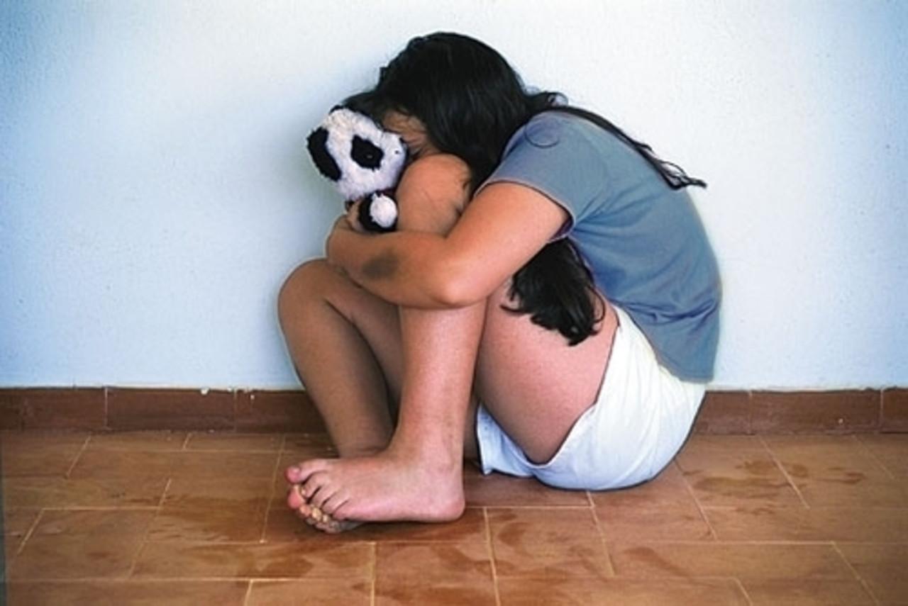 18-летний гражданин Красного Кута надругался над девочкой-подростком зауглом дома