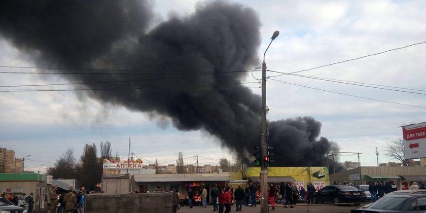 ВСамаре наоптовом рынке «Самара» интенсивный пожар: полыхает бытовая химия