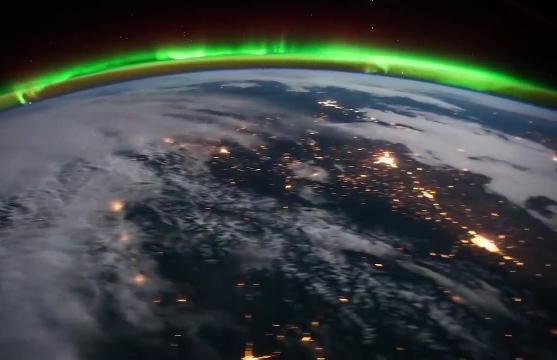 Французский астронавт заснял накамеру северное сияние сМКС