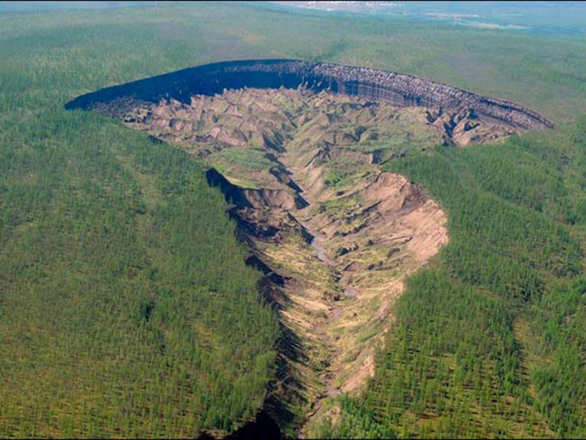 Спутники зафиксировали мгновенное увеличение кратера вСибири
