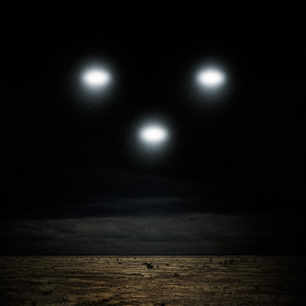 Ученые: Над Землей висит невидимый корабль инопланетян