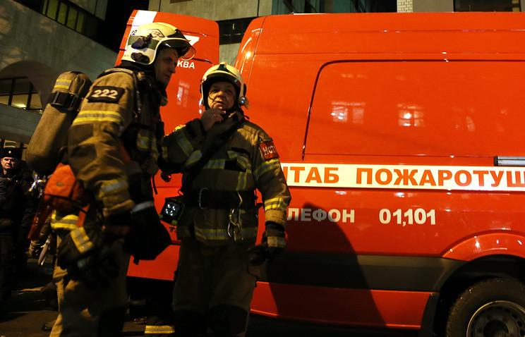 Cотрудники экстренных служб эвакуировали граждан дома наюго-западе столицы из-за пожара