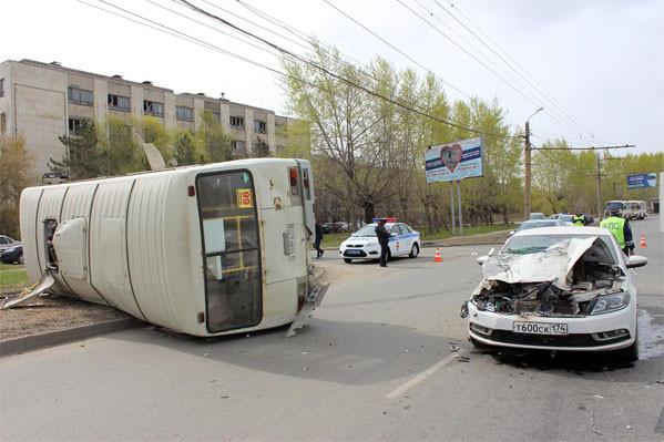 ВЧелябинске перевернулась маршрутка: пострадали 7 человек, втом числе ребенок