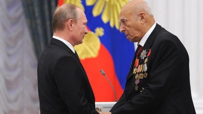 Путин иМедведев поздравили Этуша с95-летием