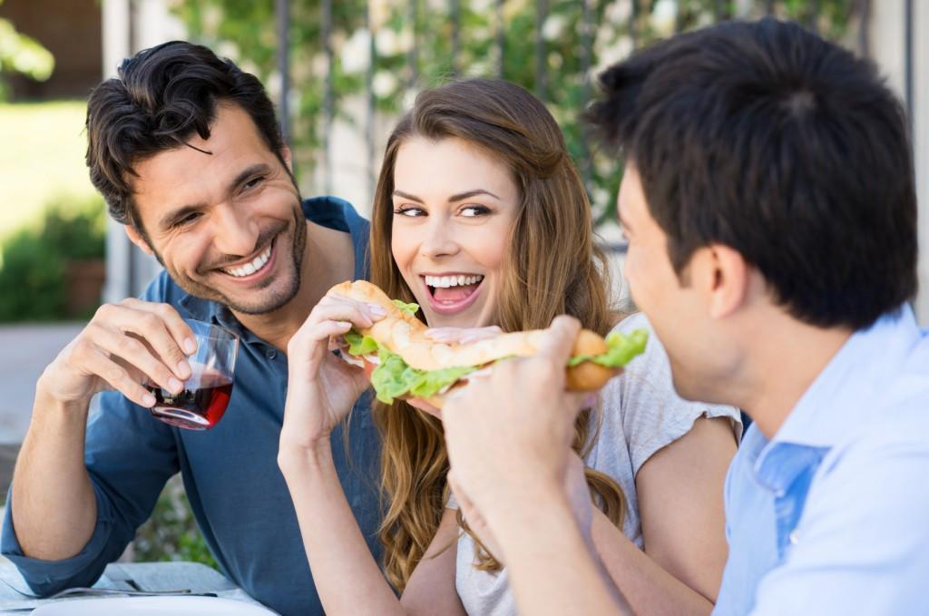 Ученые: Запах чеснока отмужчин возбуждает женщин