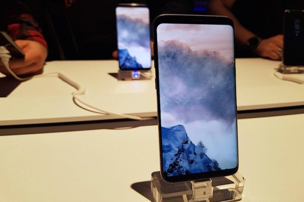 Слабым местом Самсунг Galaxy S8 оказались скругленные углы
