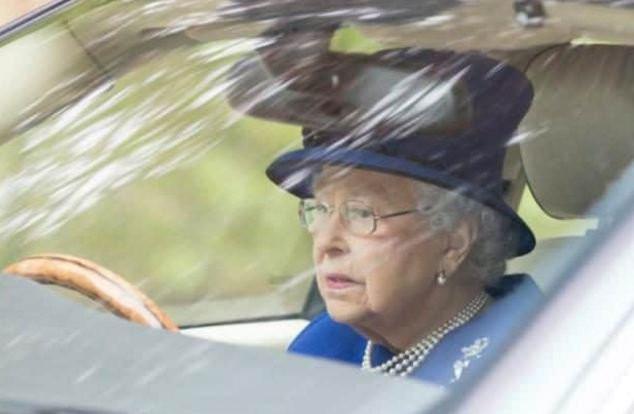 Королева Англии вновь села заруль