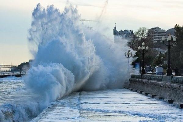 ВКрыму из-за сильного ветра объявили штормовое предупреждение
