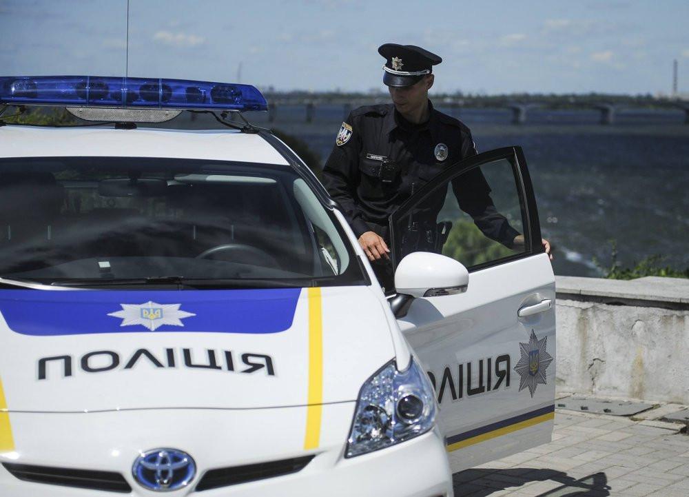 ВКиеве милиция задержала 2-х человек забаннер сгеоргиевской лентой