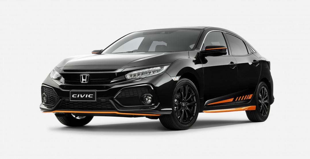 Хонда представила специальную оранжевую версию хэтчбек Civic