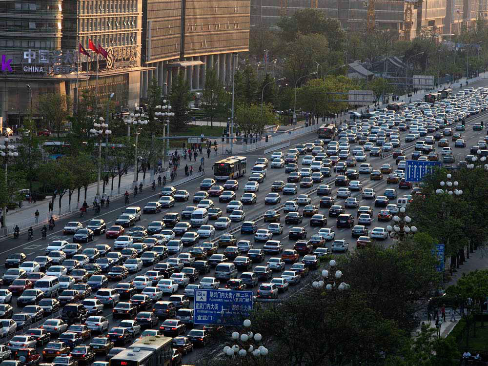 Продажи авто в КНР упали рекордными за2 года темпами