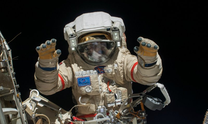 Астронавты NASA проведут неменее 6-ти часов воткрытом космосе