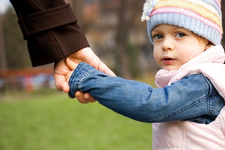 В государственной думе планируют запретить посторонним людям брать детей под опеку