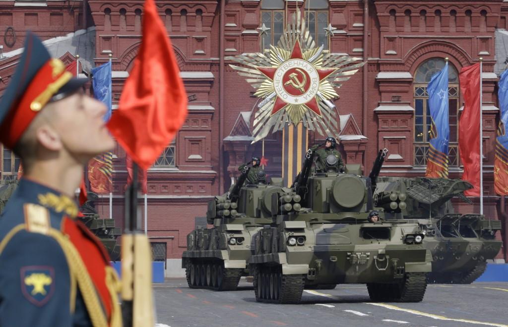 Трансляцию парада Победы поглядели неменее 80 млн человек