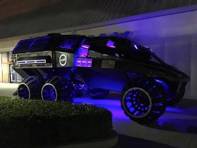 Роскошный микроавтобус спретензией намобильный офис — Renault Trafic SpaceClass class=