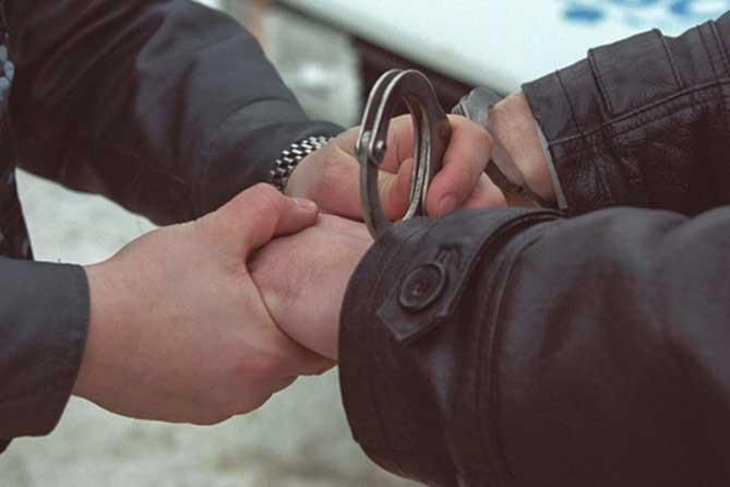 Калининградец обвиняется винтимной связи с14-летней падчерицей накладбище