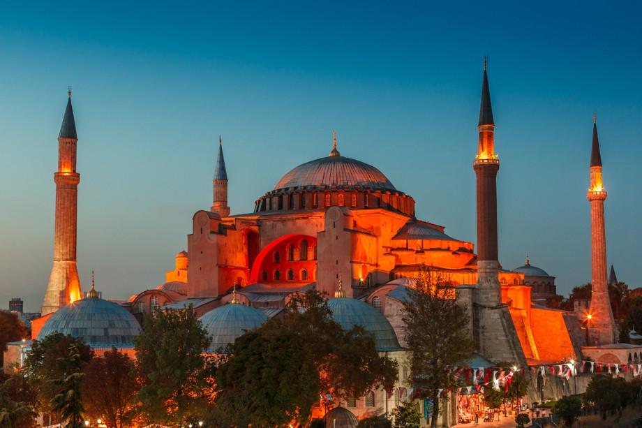 Мусульмане требуют превратить храм Святой Софии вмечеть