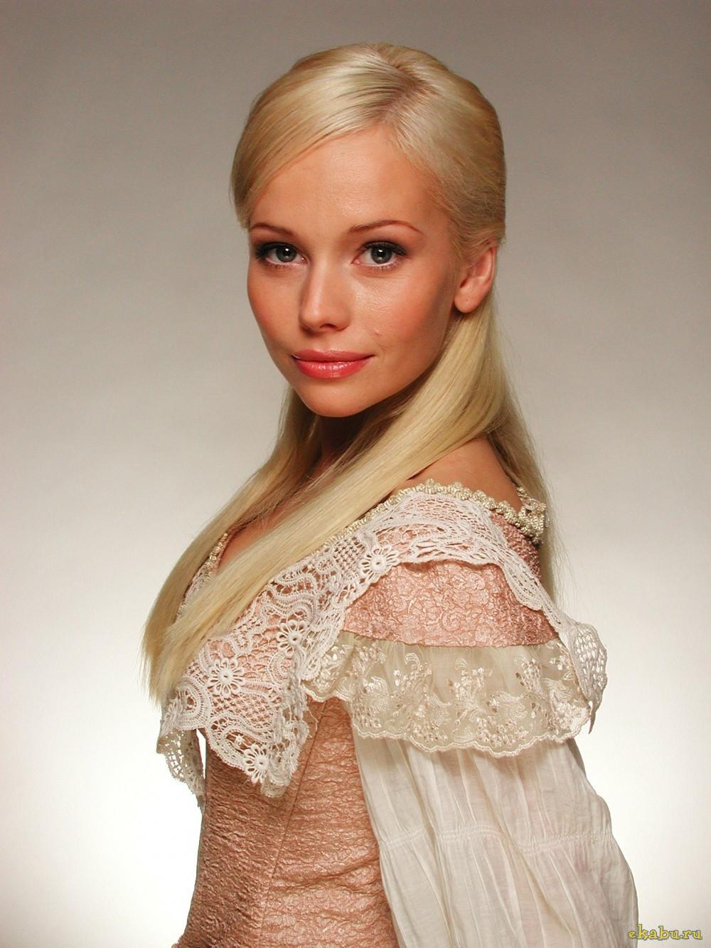 Elena Korikova Nude Photos 2