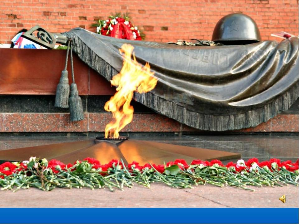 Подростки сфотографировались сосредними пальцами нафоне монумента Герою СССР