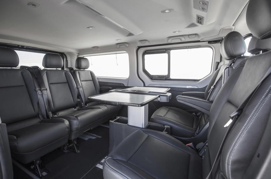 Роскошный микроавтобус спретензией намобильный офис — Renault Trafic SpaceClass