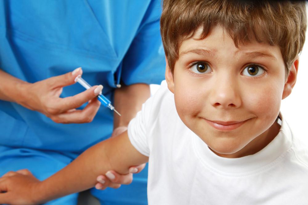 Роспотребнадзор разъяснил осложнения после прививок ошибками мед. работников